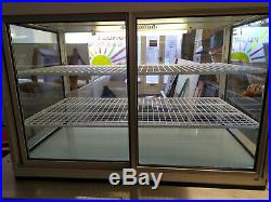 Large Seal Refrigerated Counter Top Display