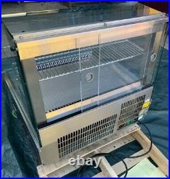Lincat SCR785 Counter-top Refrigerated Food Display For Cakes And Sandwiches